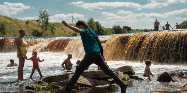 Тосненский водопад одного возраста с Ниагарским, им обоим около 11 тыс. лет.