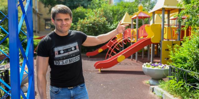 Эта детская площадка – самое популярное место у всех мам и детей, проживающих в центре Северной столицы.