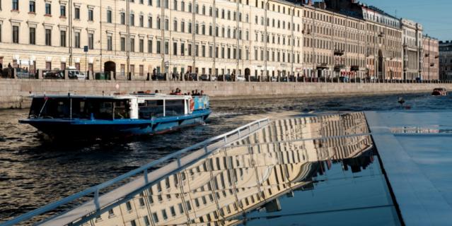 Фотографировать Петербург, по мнению Сергея Боярского, лучше с воды.