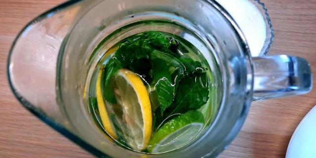 Освежающий лимонад с мятой.