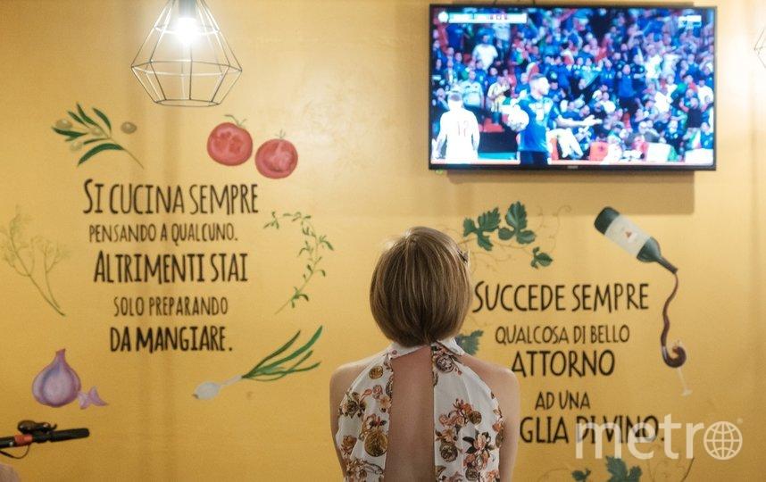 """Трансляция матча велась на итальянском языке. Фото Алена Бобрович, """"Metro"""""""