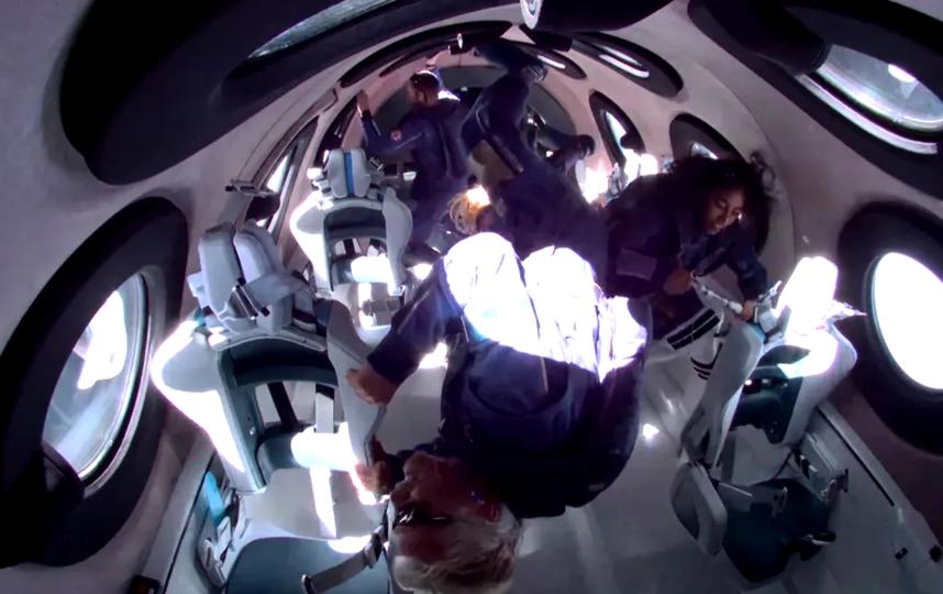 Экипаж на несколько минут оказался в невесомости. Фото скриншот VIRGIN GALACTIC
