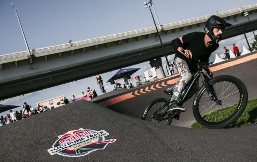 Велосипедисты показали себя во всей красе. Фото Павел Сухоруков/RED BULL CONTENT POOL