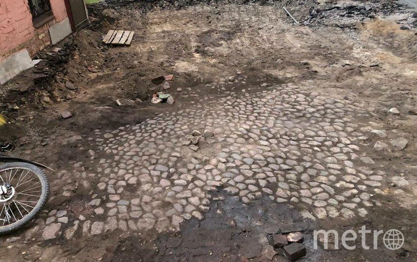 Обнаружен фрагмент дореволюционной мостовой. Фото vk.com/voopiik_spb.