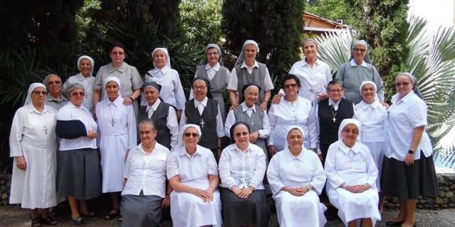 Женщины преподают в религиозной школе.