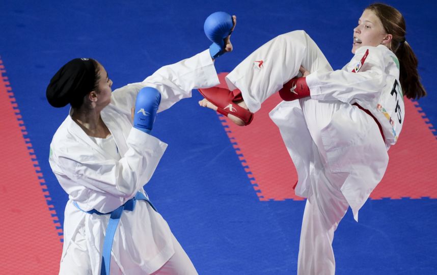 Анна Чернышева (справа) против соперницы из Ирана на юношеской Олимпиаде, 2018 год. Фото Getty