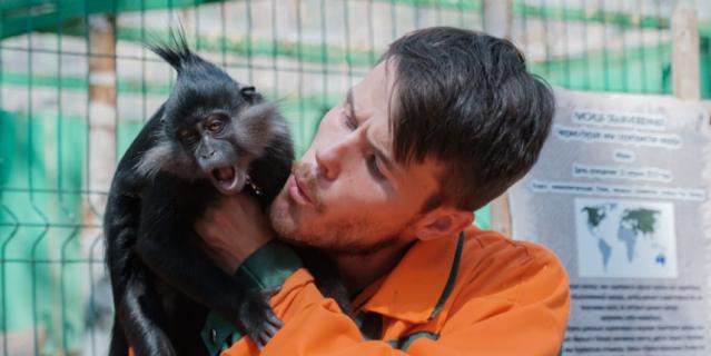 Михаил Бойков и обезьянка Фрося.