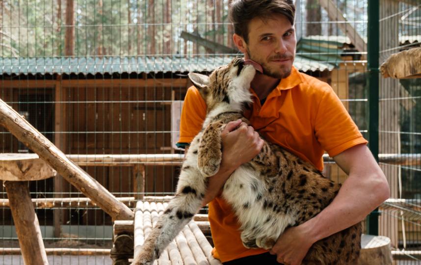 """Животные не боятся сотрудников зоопарка. Фото Алена Бобрович, """"Metro"""""""