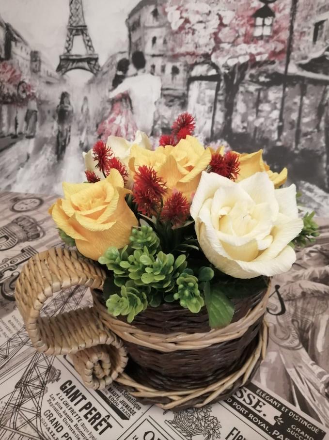 Марина также делает цветы из гофрированной бумаги. Фото предоставлены Мариной Леоновой