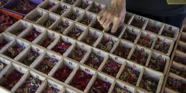 Сувениры тоже можно выбирать осознанно: те, что сделаны руками местных жителей и произведены неподалёку, почти не наносят вреда окружающей среде.