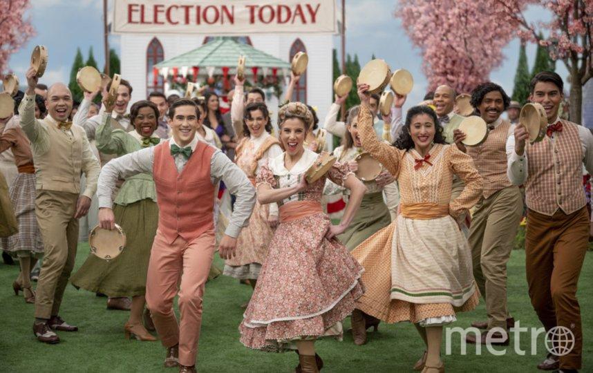 """Название и идея сериала """"Шмигадун!"""" дают отсылку на бродвейский мюзикл """"Бригадун"""" 1947 года. Фото APPLETV+"""