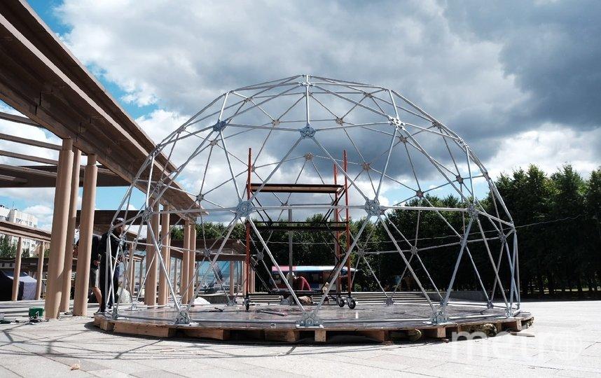 На каркас еще не натянули купол. Фото Алена Бобрович