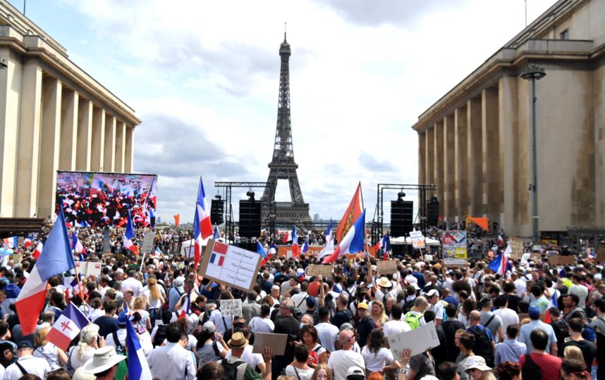 Французы вышли на акцию протеста против ковид-паспортов. Фото AFP