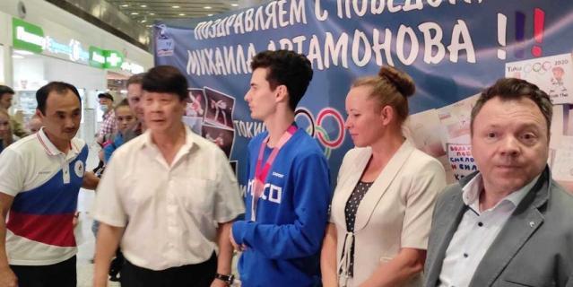 Спортсмен вернулся в Петербург.