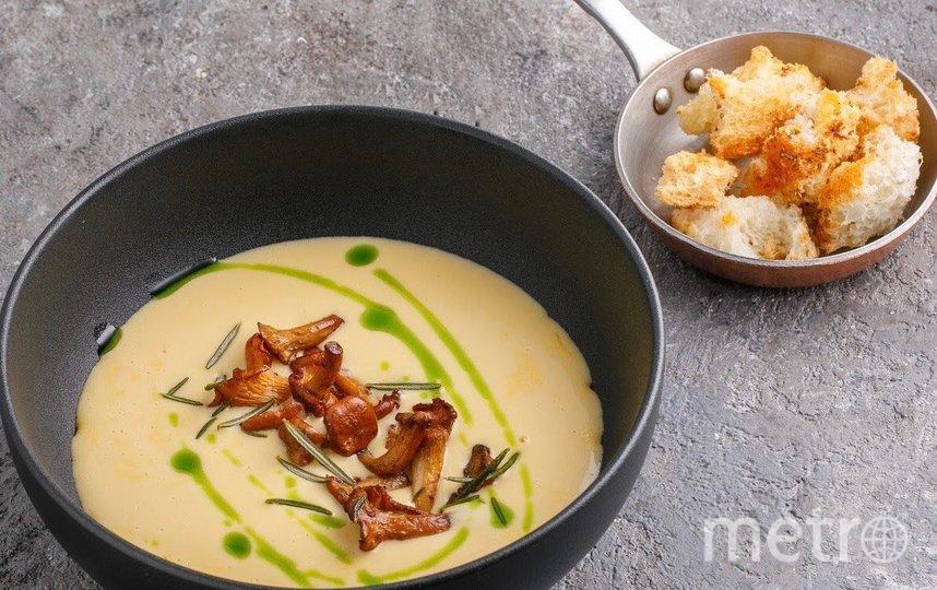 Суп Чеддер с лисичками и жареным розмарином. Фото Instagram: @ketchupspb