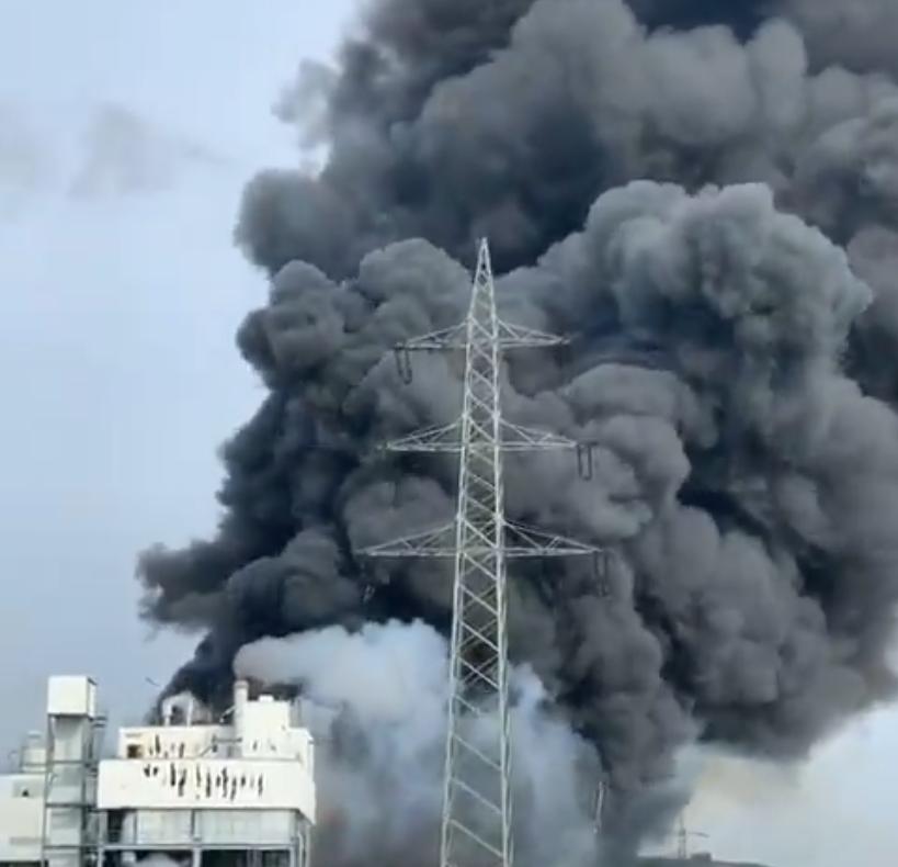 Взрыв произошел на химическом предприятии компании Currenta во вторник утром. Фото twitter.com/ChaudharyParvez.