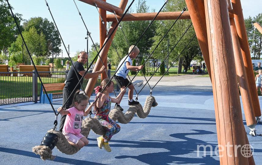 "Парк оборудовали качелями. Фото Святослав Акимов, ""Metro"""