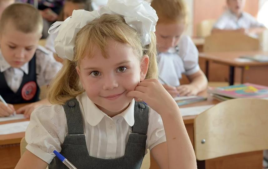 Выплаты по десять тысяч рублей на школьников начнутся со 2 августа. Фото Pixabay.