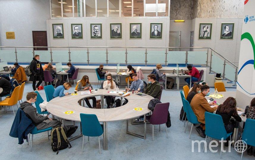 Столичные студенты на занятиях. Фото Денис Гришкин
