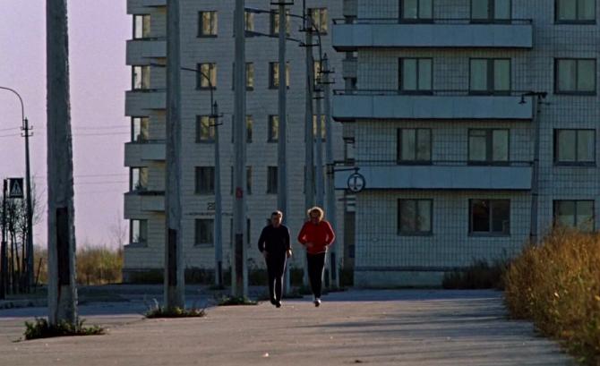 """Главный герой Андрей Бузыкин и датчанин Билл Хансон во время утренней пробежки. Фото Кадр из фильма """"Осенний марафон""""."""
