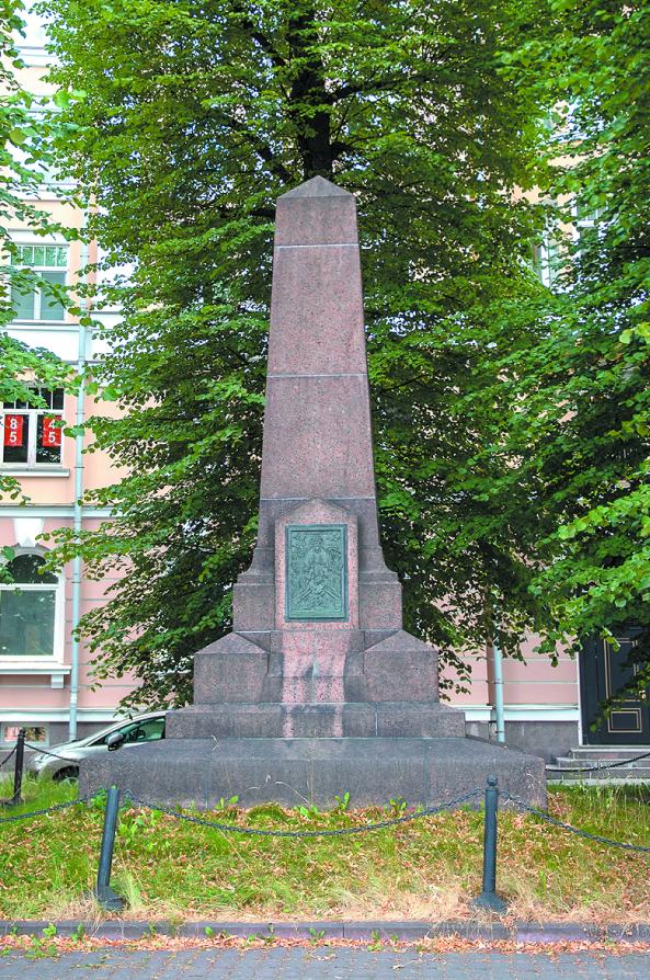"""Памятник установлен на месте дачи Столыпина, где 12 августа 1906 года произошло одно из 11 покушений на политика. Фото Святослав Акимов, """"Metro"""""""