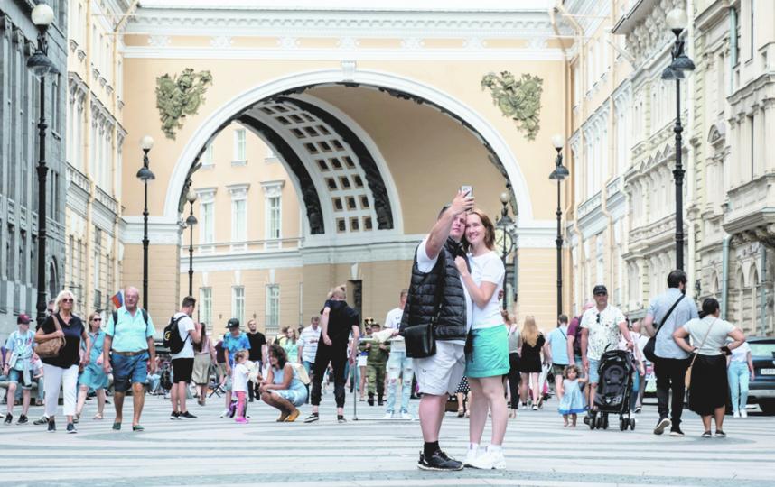 """От 3 до 7 дней, согласно официальным данным, проводит в Петербурге """"средний"""" турист. Фото Алена Бобрович, """"Metro"""""""
