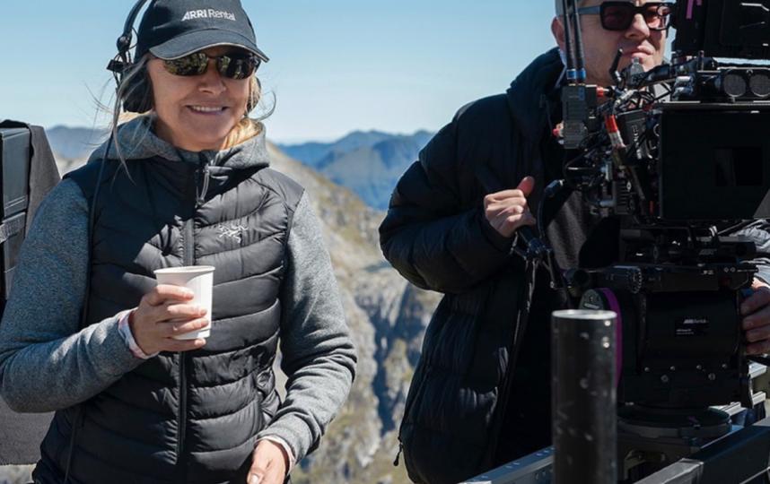 Одна из режиссёров проекта, Шарлотта Брандстром, на съёмках. Фото Скриншот Instagram @lotronprime.