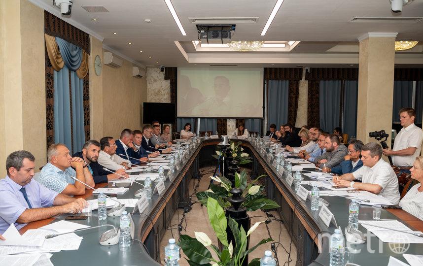 Обсуждение проекта в Общественной палате. Фото Денис Грошев