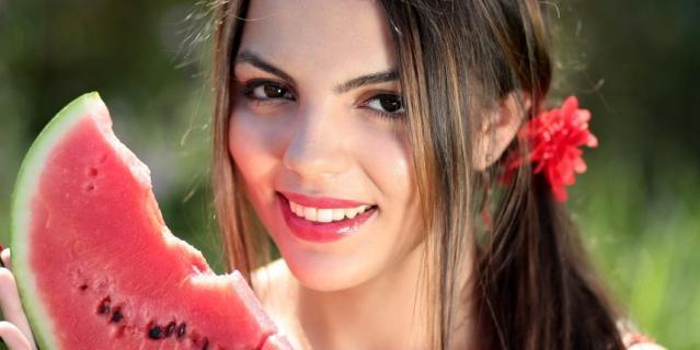 Как правильно выбрать сладкий арбуз, читайте на нашем сайте.