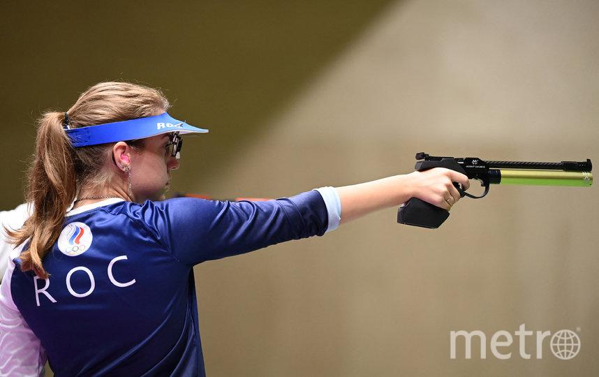 Виталина Бацарашкина стреляет из пневматического пистолета, 10 м. Фото AFP