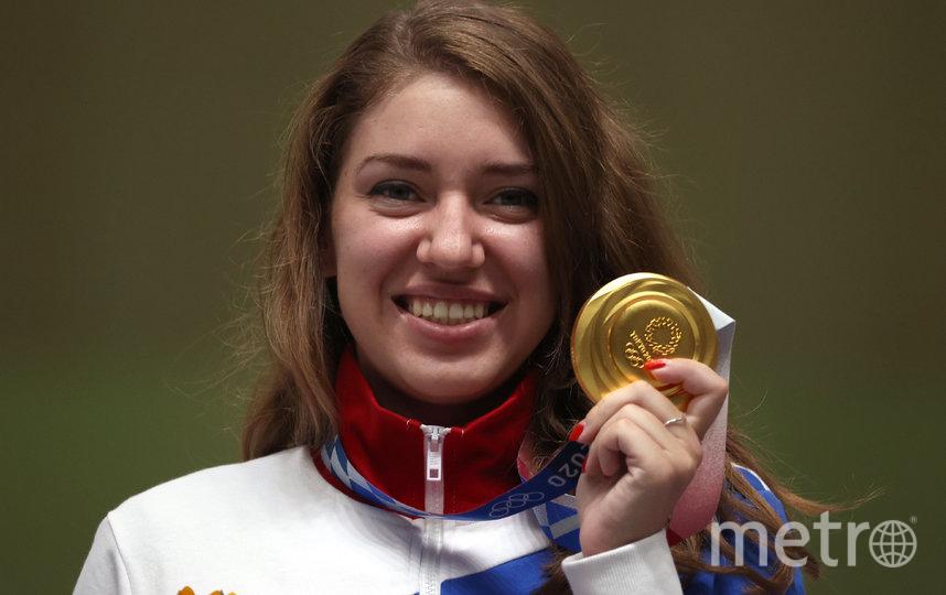 Виталина Бацарашкина с золотой медалью Олимпиады в Токио. Фото Getty