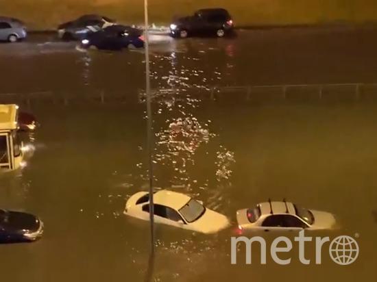 Петербуржцы делятся снимками затопленных улиц. Фото vk.com/spb_today.