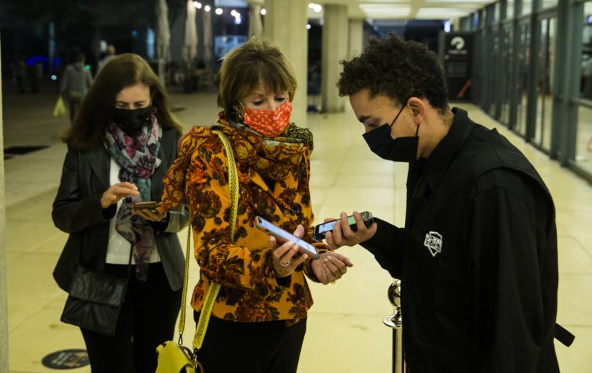 В Израиле ковид-паспорта ввели в феврале. Сейчас в стране полностью привито более половины населения. Фото Getty