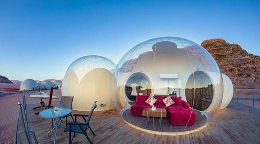 Также можно поселиться в пузырях в отеле Petra Bubble в пустыне Вади-Муса. Фото Wadi Rum Bubble Luxotel