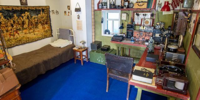 На советских станциях кухня, спальня и радиорубка находились в одном помещении.
