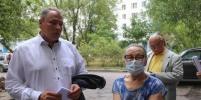 Петр Толстой проверил ход капитального ремонта многоэтажки в Люблино