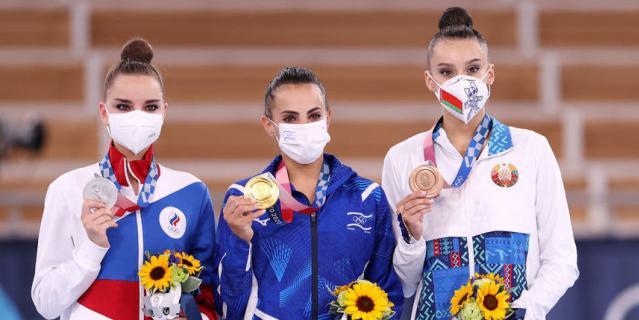Золото досталось Лине Ашрам из Израиля, серебро - Дине Авериной из России, а бронзовую медаль получила Алина Горносько из Беларуси.