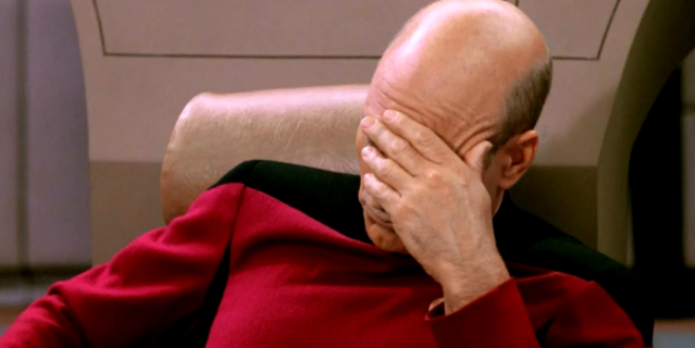 """""""Тем временем рекрутёры, которым надо нанять 147 человек за неделю"""", – так подписал это фото разгневанный пользователь."""