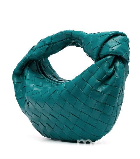 Любимую модель Кэрри Брэдшоу можно приобрести за скромные 150 тысяч рублей. Фото Metro World News.