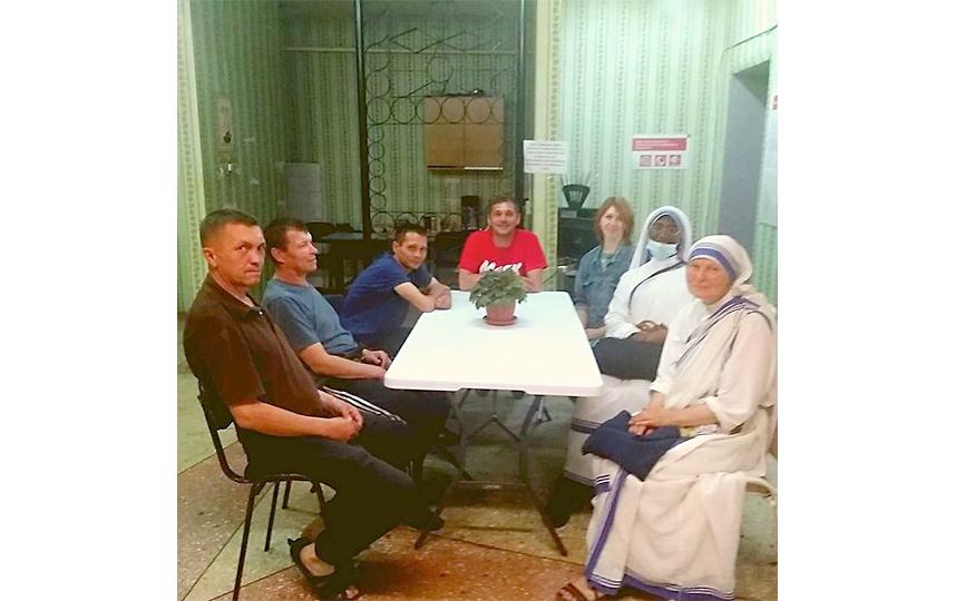 """В хостеле проводят встречи, которые помогают социализироваться. Фото Благотворительная организация """"Маяк"""""""
