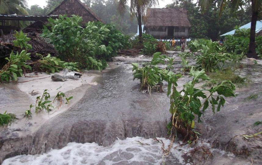 Последние два года райский остров Кирибати выглядит так. Это происходит из-за поднимающегося уровня Тихого океана. Фото Getty