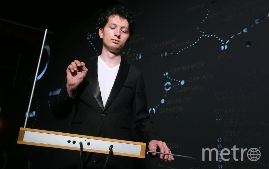 Пётр Термен, преподаватель, входит в двадцатку лучших исполнителей мира на терменвоксе. Фото Василий Кузьмичёнок
