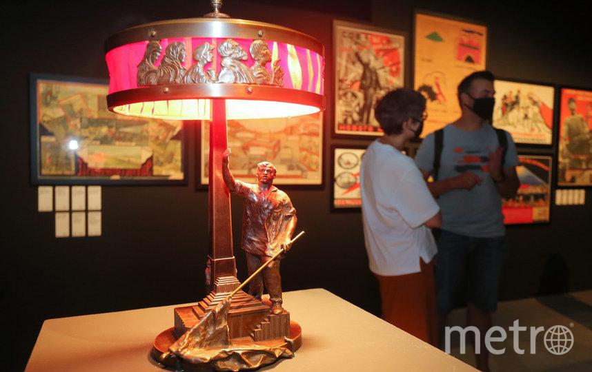 Когда электроприборы были редкостью, лампа становилась произведением искусства. Фото Василий Кузьмичёнок