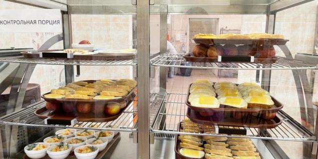 Петербургским школьникам нравится в столовых разнообразие блюд и отсутствие очередей.