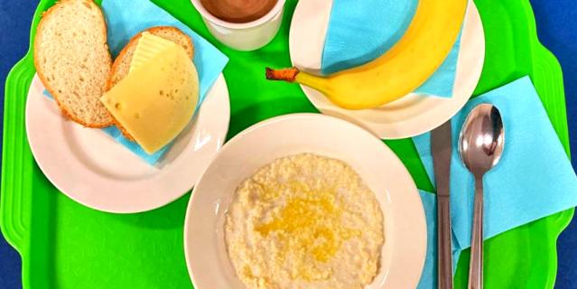 В новое меню включили ризотто, пудинг из творога, бутерброд с яйцом, вишнёвый и смородиновый напитки.