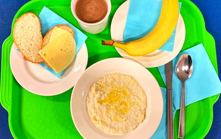 В новое меню включили ризотто, пудинг из творога, бутерброд с яйцом, вишнёвый и смородиновый напитки. Фото Управление социального питания