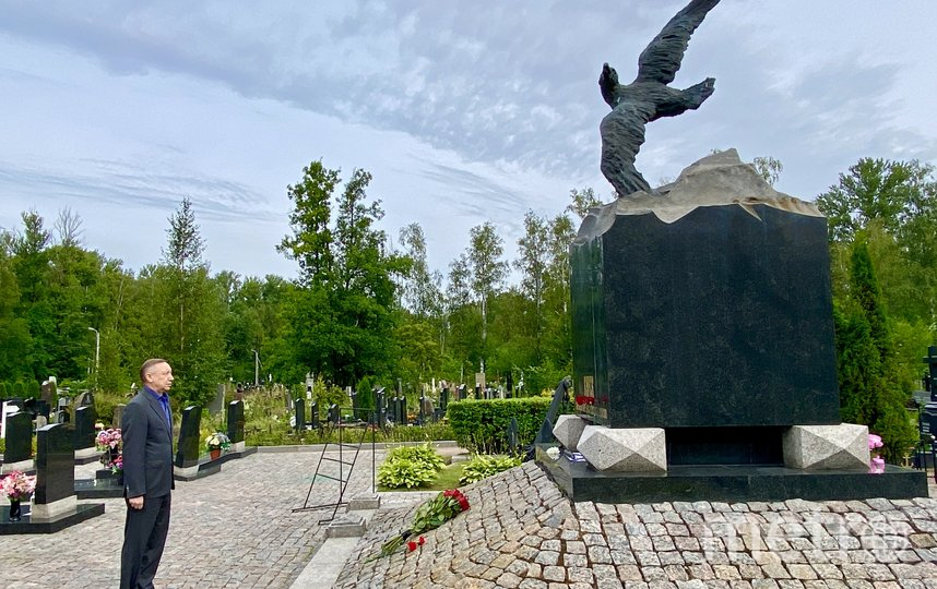 На Серафимовском кладбище похоронены 32 моряка. Фото gov.spb.ru.
