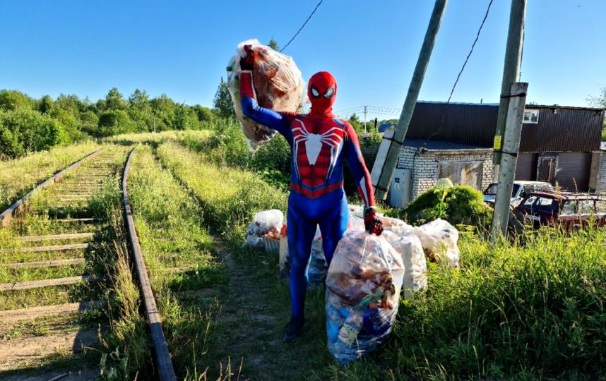 Александру часто помогают друзья. С ними работа продуктивнее и веселее. Фото Фото предоставлено героем публикации.