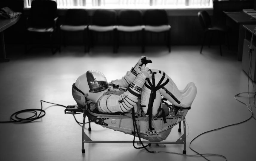 """В таком состоянии членам съёмочной группы придётся покидать пределы Земли. Фото Саша Гусов, фото предоставлены пресс-службой """"Первого канала"""""""