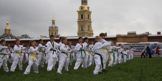 Тренировка на открытом воздухе у Петропавловской крепости.